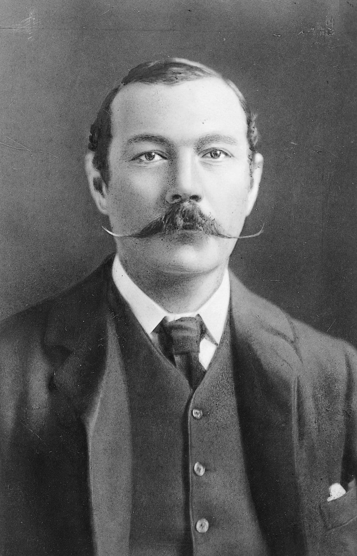 biography of sir arthur conan doyle essay Sir arthur conan doyle essayssir arthur conan doyle was more than just an author he was a knight, a soldier, a spiritualist, a whaler, a doctor, a.