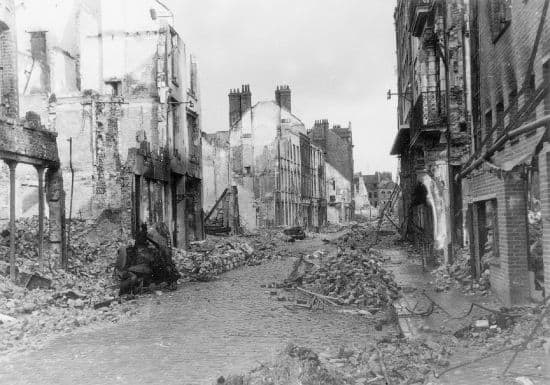 http://www.larousse.fr/encyclopedie/data/images/1310922-Dunkerque_en_ruines_1940.jpg
