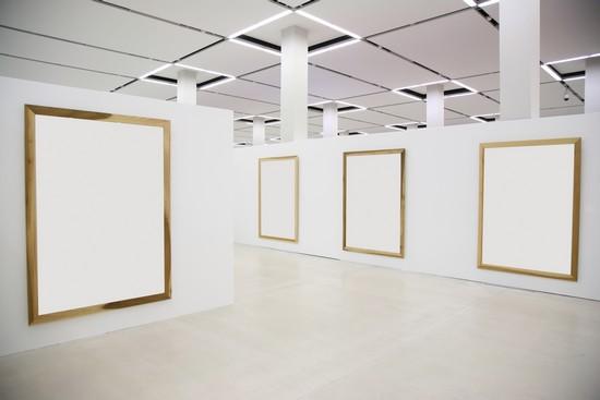 Encyclop die larousse en ligne mus e salle d 39 exposition for Salle d exposition salle de bain