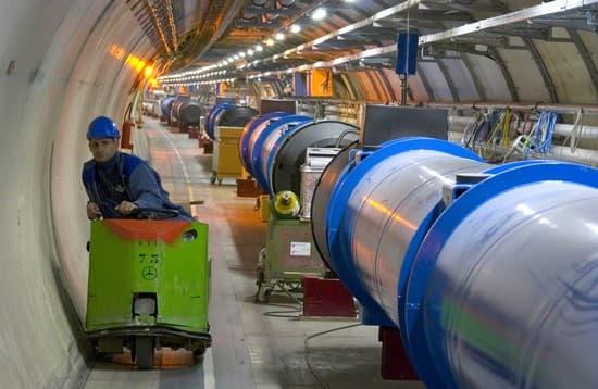L'au delà de l'eau 1312894-LHC_Cern_Gen%C3%A8ve