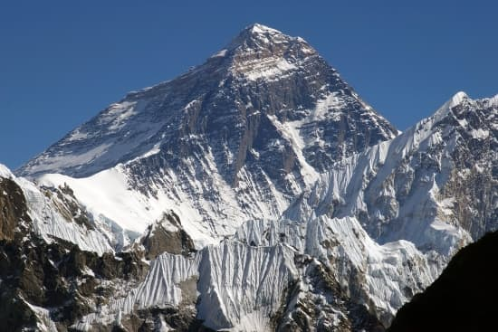 Encyclopédie Larousse en ligne - mont Everest