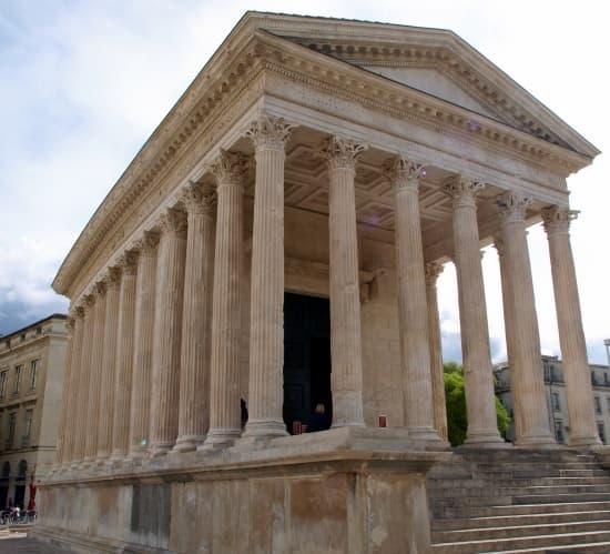 Encyclop die larousse en ligne architecture styles et for Maison des temps modernes