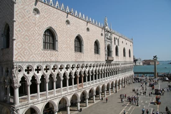 Encyclop die larousse en ligne italie architecture for Architecture italienne